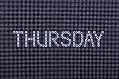 De dag van de week, wordt woorddonderdag gemaakt de kleur tot van het bergkristallenkristal Stock Fotografie