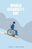 De dag van wereldonbekwaamheden De mens in rolstoel gaat naar het ski?en onderaan m Stock Foto's