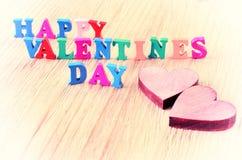 De dag van woorden gelukkige valentijnskaarten maakte met blok houten brieven Royalty-vrije Stock Foto