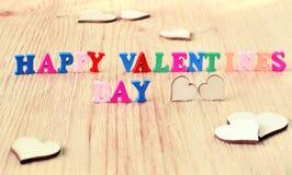 De dag van woorden gelukkige valentijnskaarten maakte met blok houten brieven Royalty-vrije Stock Foto's