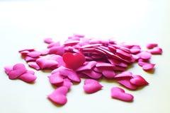 De dagachtergrond van valentijnskaarten met rode harten De ruimte van het exemplaar Stock Afbeeldingen
