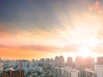 De Dagconcept van de wereldstad: Overvolle High-rise Gebouwen in Grote Steden royalty-vrije stock foto's
