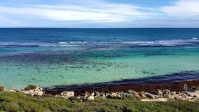 De dagen glashelder water t van de strandzomer Stock Fotografie