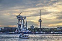 De Dagen van de wereldhaven bij zonsondergang stock afbeeldingen