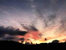 de dageraad achter de wolken Royalty-vrije Stock Afbeeldingen