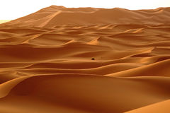 De dageraad van een nieuwe dag in de woestijnduinen van ERG in Marokko stock afbeeldingen