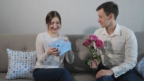 De daggift van Valentine ` s stock videobeelden
