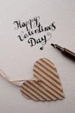 De daghand van de gelukkige valentijnskaart het van letters voorzien - met de hand gemaakte kalligrafie Royalty-vrije Stock Foto