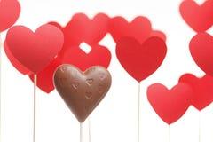 De dagharten van Valentine op een stok met chocoladehart Stock Foto