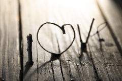 De dagidee van LIEFDE Gelukkig Valentijnskaarten, huwelijksuitnodiging of groetkaart Stock Afbeelding