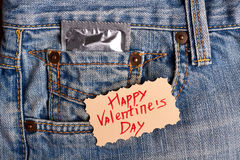 De Dagkaart en condoom van Valentine ` s Royalty-vrije Stock Afbeeldingen
