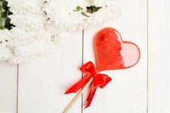 De Daglolly van Valentine ` s met hartvorm met bloemen Royalty-vrije Stock Foto