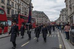 De Dagparade van Leger des Heilspasen stock afbeeldingen