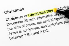 De dagtekst van Kerstmis die in geel wordt benadrukt Stock Afbeelding