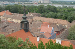 De daken van de oude stad Petrovaradin Stock Foto