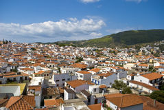 De daken van huizen in Griekenland. Stock Foto's