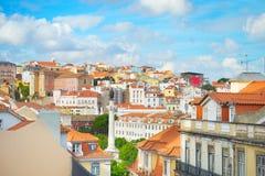 De daken van Lissabon en traditionele architectuur royalty-vrije stock afbeelding