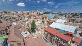 De daken van Oude Stad met Heilig begraven Kerkkoepel timelapse, Jeruzalem, Israël stock videobeelden