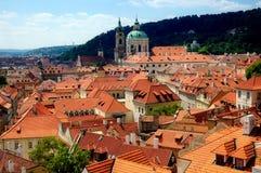 De daken van Praag Stock Foto's