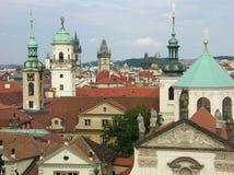 De daken van Praag Stock Afbeeldingen