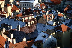 De daken van Praag van de winter Stock Foto's