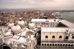 De daken van Venetië in de oude sepia stijl Stock Afbeeldingen
