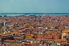 De daken van Venetië van hoog standpunt Stock Foto's