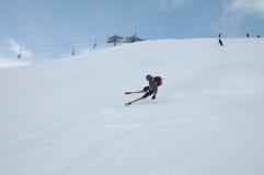 De daling van de skiër Stock Foto's