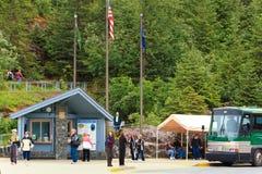 De Daling van het Centrum van de Bezoeker van de Gletsjer Alaska - Mendenhall weg Royalty-vrije Stock Fotografie
