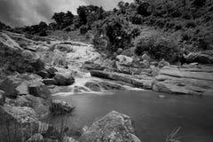 De daling van het Ghatkholawater, Purulia, West-Bengalen - India stock afbeelding