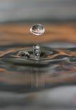 De daling van het water en waterringen royalty-vrije stock afbeeldingen