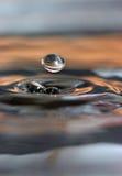 De daling van het water en waterringen royalty-vrije stock foto