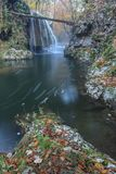 De Dalingen van de Bigarcascade van de Kloven Nationaal Park van Nera Beusnita, Roemenië Royalty-vrije Stock Afbeeldingen