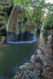 De Dalingen van de Bigarcascade van de Kloven Nationaal Park van Nera Beusnita, Roemenië Royalty-vrije Stock Fotografie