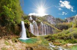 De dalingen van de Plitvicezonneschijn Stock Foto's