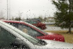 De Dalingen van de regen op het Windscherm Stock Afbeelding