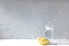 De dalingen van het citroenwater Stock Foto's