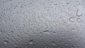 De dalingen van het regenwater op donkere baground, waterdrops 5 Stock Afbeeldingen