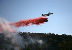 De Dalingen van het vliegtuig steken - vertrager in brand royalty-vrije stock foto