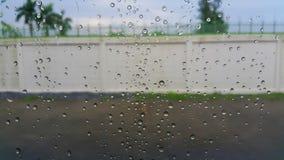 De dalingen van het water op het glas royalty-vrije stock fotografie