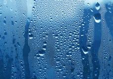 De dalingen van het water op glas Royalty-vrije Stock Foto's