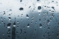 De dalingen van het water op glas Stock Fotografie