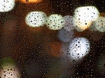 De Dalingen van het water op Glas Stock Foto