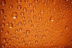 De dalingen van het water in sinaasappel Stock Foto's