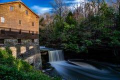 De Dalingen van Lanterman - Lanterman-Molen - het Park van de Molenkreek - Youngstown, Ohio stock afbeeldingen