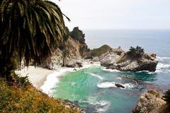 De Dalingen van McWay, Grote Sur, Californië Stock Fotografie