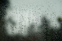 De dalingen van de regen op het glas Royalty-vrije Stock Foto's