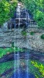De dalingskreek valt watervallen Stock Foto