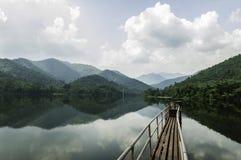 De dam bewaart de berg van het landschapswater Royalty-vrije Stock Foto