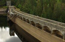 De dam bij Meer Laggan, Schotland Stock Foto's